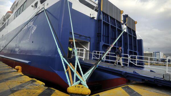 Πλοίο δεμένο στο λιμάνι  - Sputnik Ελλάδα