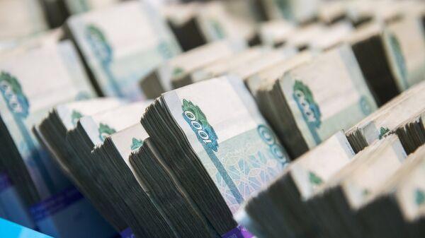 Χαρτονομίσματα σε παλέτες της κεντρικής τράπεζας της Ρωσίας - Sputnik Ελλάδα