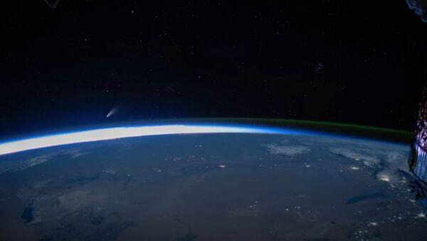 Ο κομήτης NEOWISE όπως φαίνεται από τον Διεθνή Διαστημικό Σταθμός (ISS) - Sputnik Ελλάδα