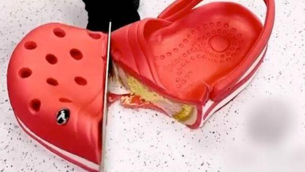 Τούρτα που μοιάζει με παντόφλα Crocs - Sputnik Ελλάδα