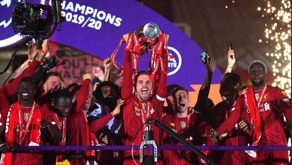 Η ομάδα της Λίβερπουλ παραλαμβάνει τον τίτλο της πρωταθλήτριας για τη σεζόν 2019-2020 - Sputnik Ελλάδα