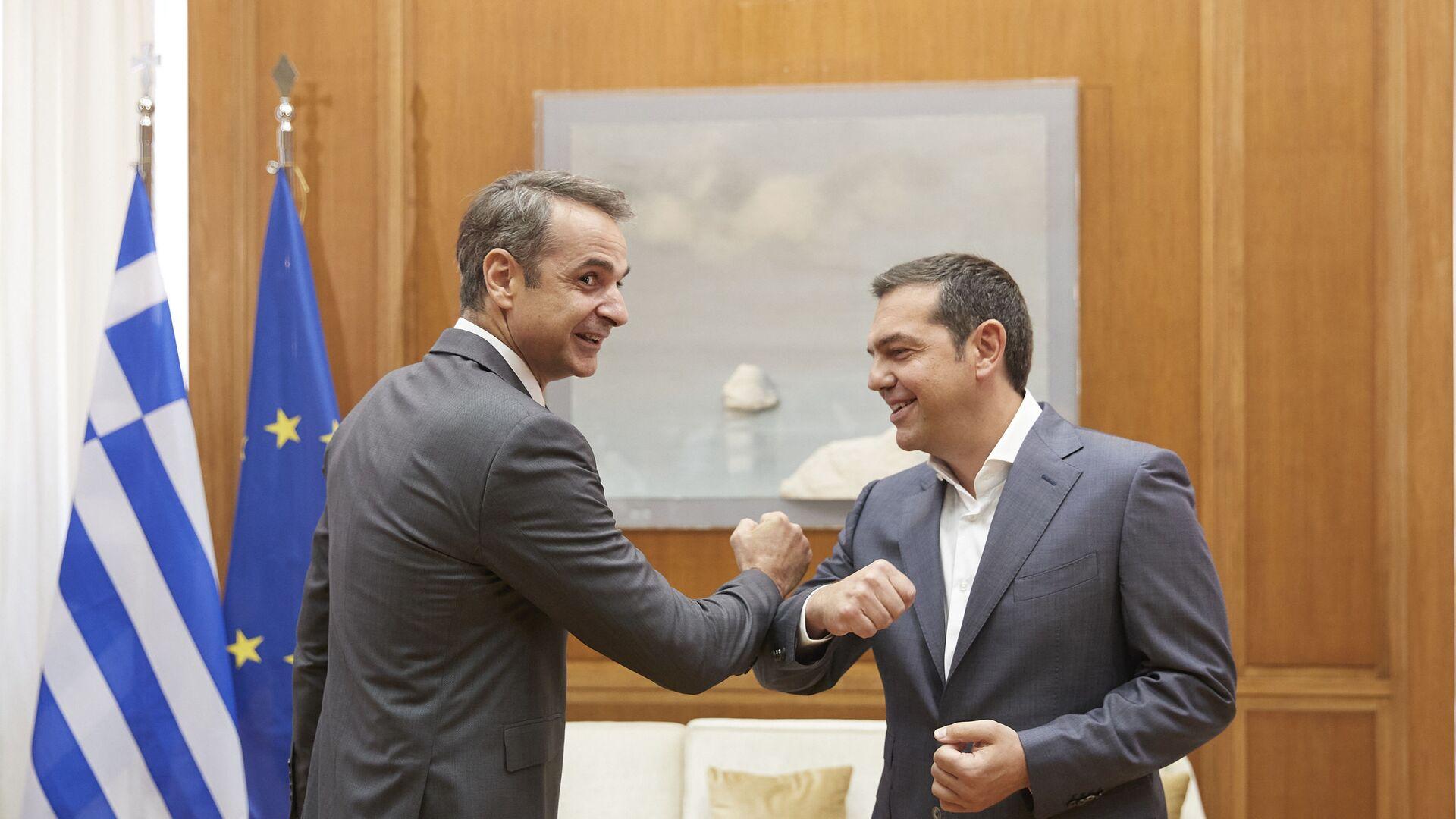 Κυριάκος Μητσοτάκης και Αλέξης Τσίπρας στο πλαίσιο της ενημέρωσης των πολιτικών αρχηγών για Τουρκία και Ταμείο Ανάκαμψης, 23 Ιουλίου 2020 - Sputnik Ελλάδα, 1920, 20.09.2021