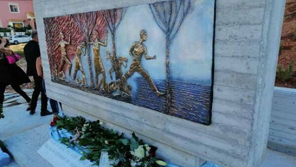Το μνημείο για τους 102 νεκρούς από τη φωτιά στο Μάτι - Sputnik Ελλάδα