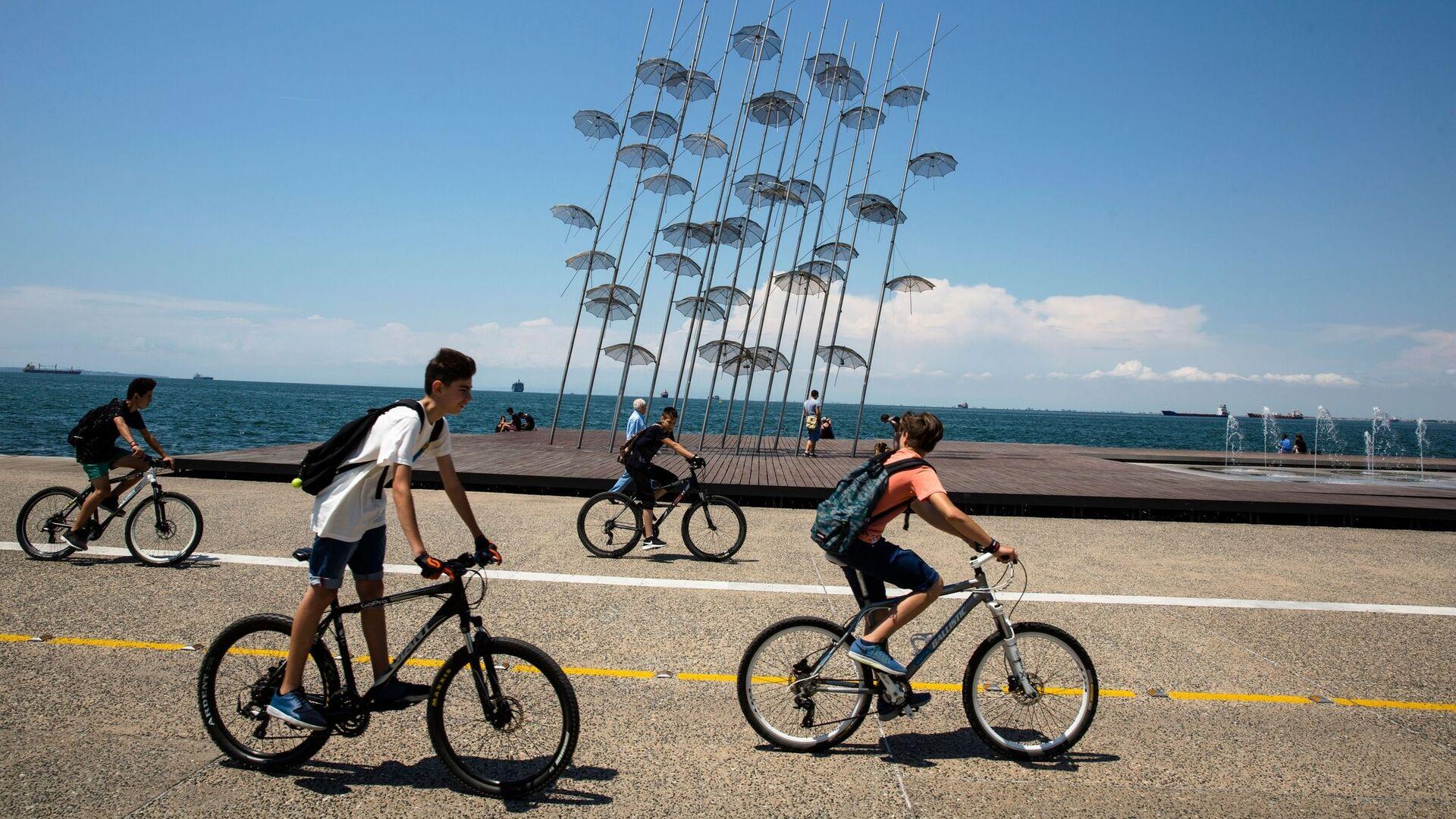 Ποδηλάτες στην παραλία της Θεσσαλονίκης, Ελλάδα, 10 Ιουνίου 2016. - Sputnik Ελλάδα, 1920, 29.08.2021