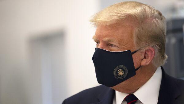 Ο Τραμπ με μάσκα - Sputnik Ελλάδα