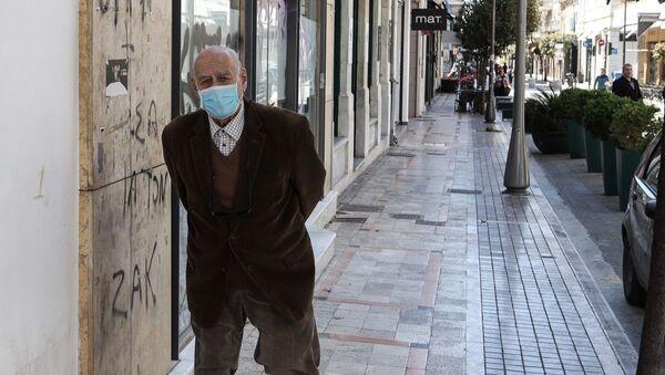 Ηλικιωμένος με μάσκα στην Πάτρα - Sputnik Ελλάδα