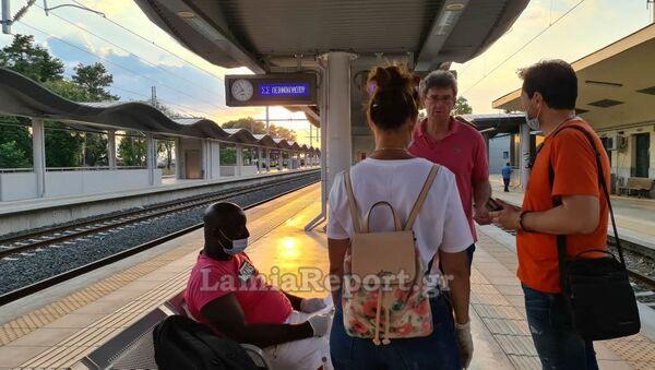 Επιβάτες τρένου πέταξαν έξω μετανάστη πιστεύοντας ότι έχει κορονοϊό - Sputnik Ελλάδα