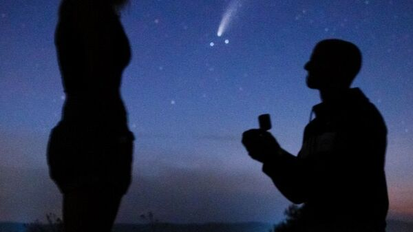 Πρόταση γάμου μπροστά από κομήτη - Sputnik Ελλάδα