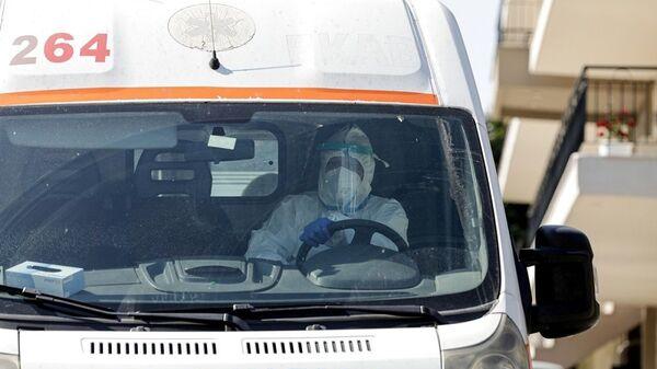 Κορονοϊός: Ασθενοφόρο για την μεταφορά κρουσμάτων - Sputnik Ελλάδα