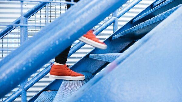 Κόκκινα αθλητικά παπούτσια (φωτ. αρχείου) - Sputnik Ελλάδα