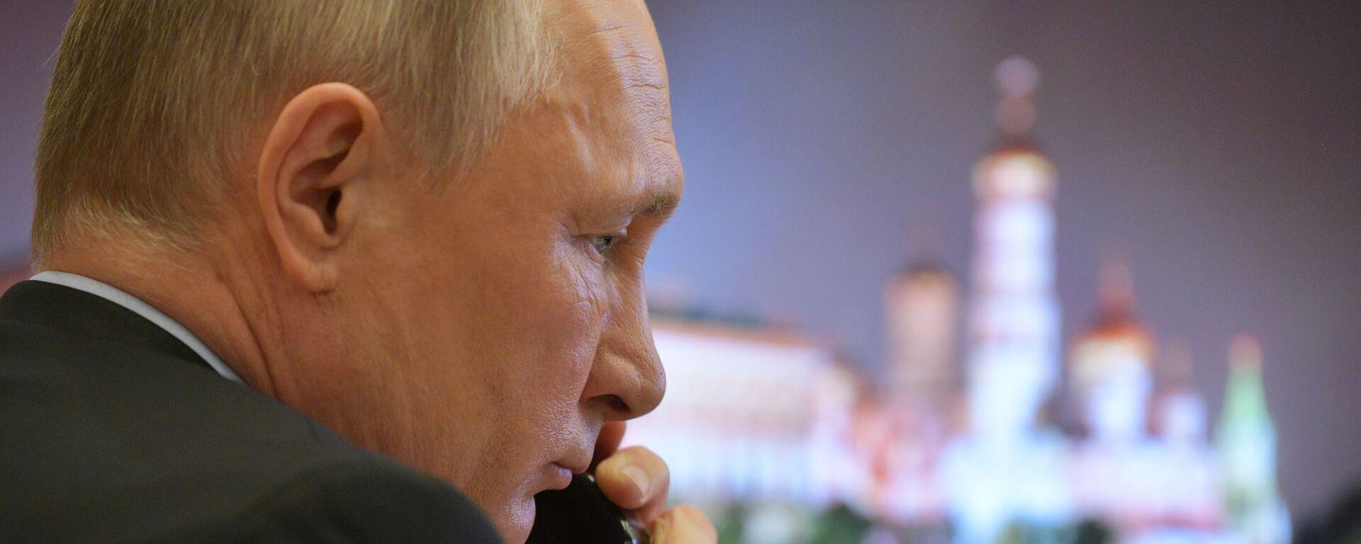 Ο Πούτιν μιλά στο τηλέφωνο - Sputnik Ελλάδα, 1920, 08.09.2021
