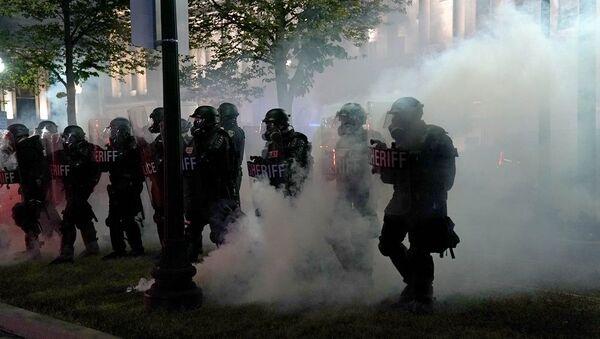 Διαδηλώσεις στο Ουινσκόνσιν για τον τραυματισμό Αφροαμερικανού από αστυνομικούς - Sputnik Ελλάδα