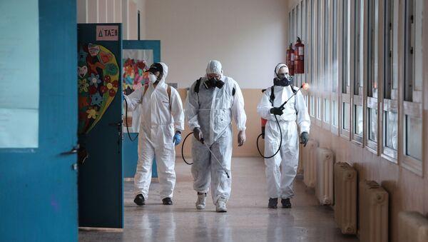 Απολύμανση του 16ου Δημοτικού Σχολείου Αθηνών, 31 Μαΐου, 2020 - Sputnik Ελλάδα