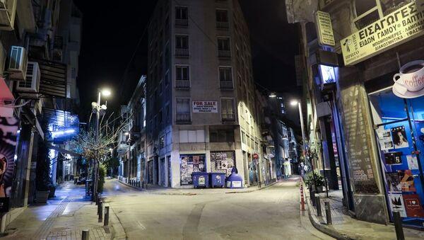 Σάββατο βράδυ στην Αθήνα με κλειστά μπαρ, στην αρχή της έξαρσης του κορονοϊού στην Ελλάδα, στις 21 Μαρτίου, 2020 - Sputnik Ελλάδα
