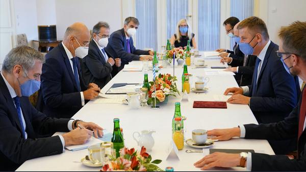 Ο υπουργός Εξωτερικών Νίκος Δένδιας με τον Τσέχο ομόλογό του Τόμας Πέτριτσεκ - Sputnik Ελλάδα