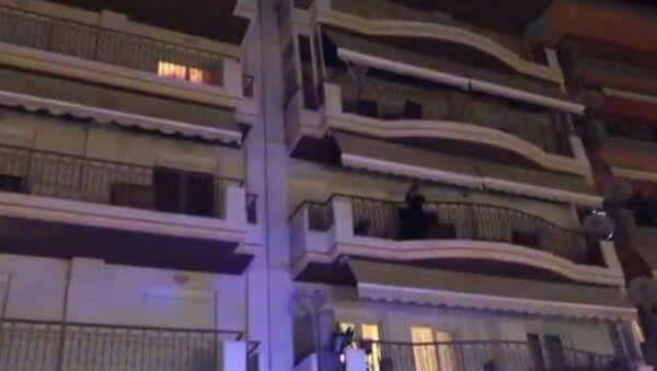 Άνδρας απείλησε να ρίξει το παιδί του από το μπαλκόνι, 22 Σεπτεμβρίου 2020 - Sputnik Ελλάδα