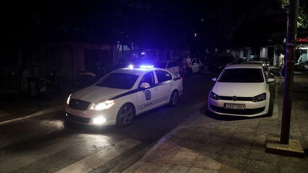 Περιπολικά αναπαρήγαγαν ηχητικό σήμα με τις οδηγίες για την προστασία από τη νόσο COVID-19 στην Πλατεία Βαρνάβα, 23 Σεπτεμβρίου 2020 - Sputnik Ελλάδα