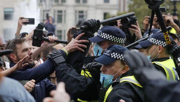 Διαδηλώσεις στο Λονδίνο για τα μέτρα για τον κορονοϊό - Sputnik Ελλάδα
