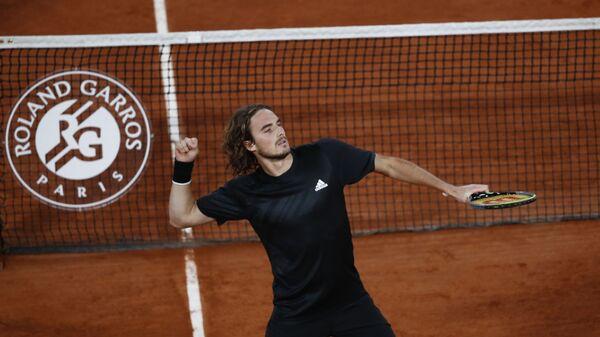 Ο Στέφανος Τσιτσιπάς με τον Ρούμπλεφ στο Roland Garros - Sputnik Ελλάδα