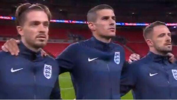 Οι παίκτες της εθνικής Αγγλίας πριν από το ματς με την Ουαλία - Sputnik Ελλάδα