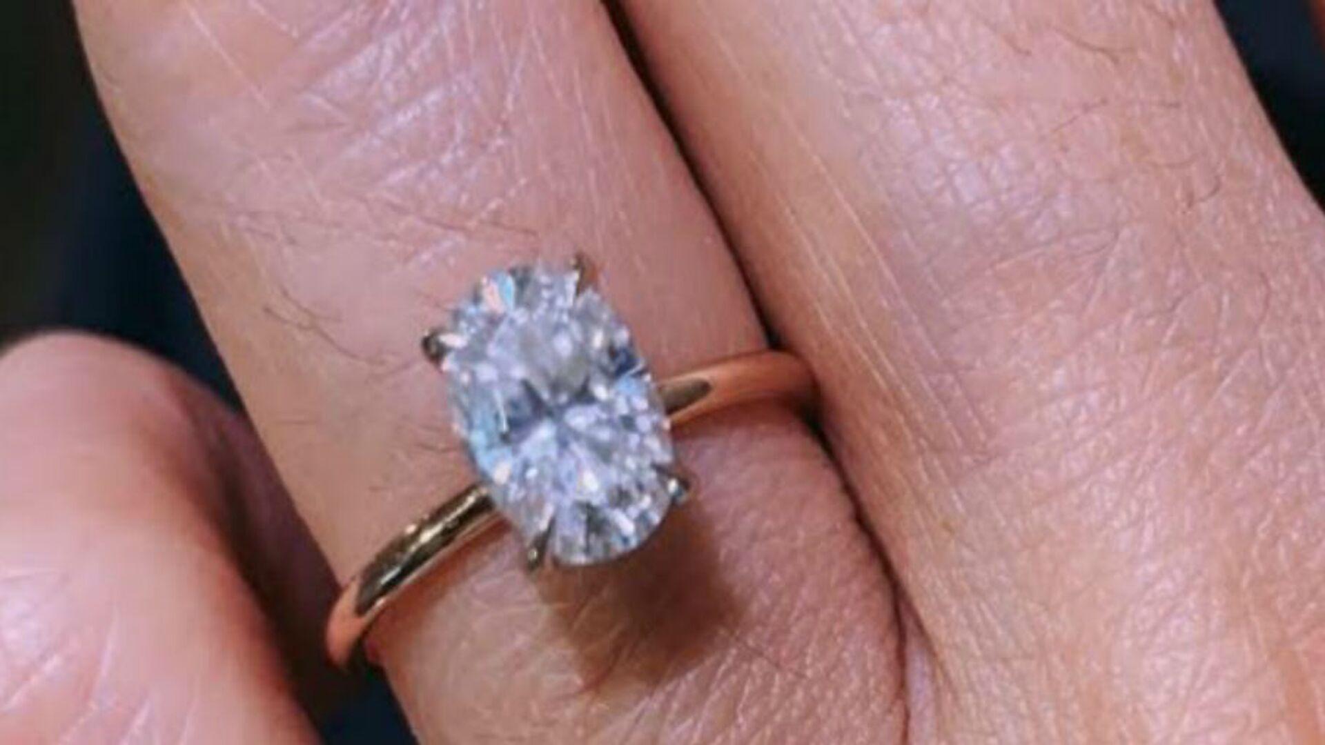 Ένα μονόπετρο δαχτυλίδι (φωτ. αρχείου) - Sputnik Ελλάδα, 1920, 10.10.2021