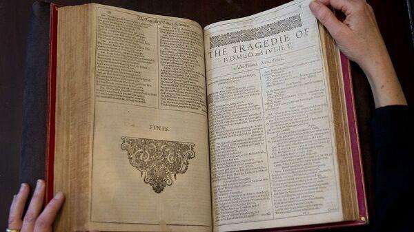 Το «Πρώτο Βιβλίο» (First Folio) του Ουίλιαμ Σαίξπηρ - Sputnik Ελλάδα