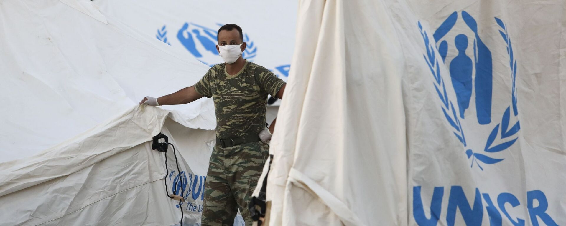 Εγκατάσταση σκηνών απο την Ύπατη Αρμοστεία του ΟΗΕ για τους Πρόσφυγες στη Μόρια, Λέσβος  στίς 11 Σεπτεμβρίου, 2020 - Sputnik Ελλάδα, 1920, 16.08.2021