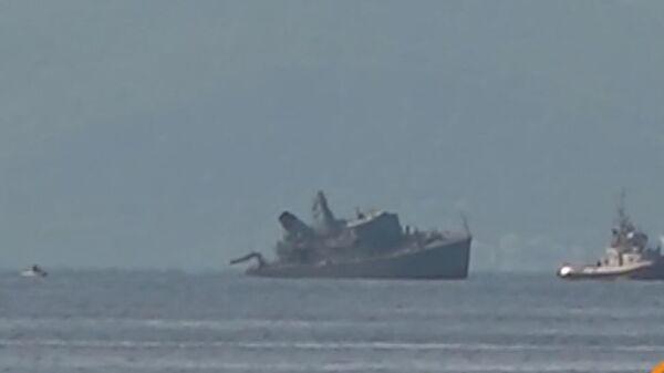 Ρυμούλκηση του πλοίου του ΠΝ «Καλλιστώ» μετά τη σύγκρουση με το φορτηγό πλοίο   - Sputnik Ελλάδα