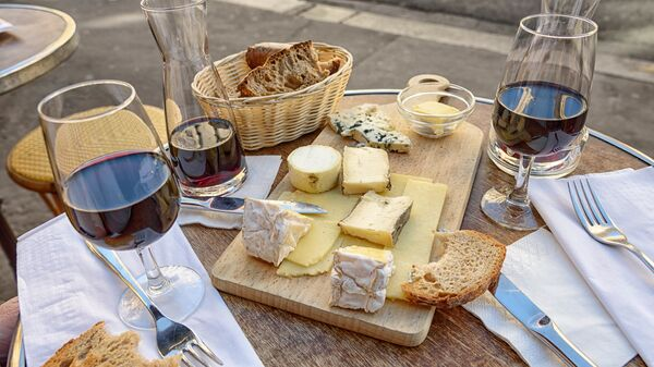 Τυριά, κρασί, ψωμί - Sputnik Ελλάδα