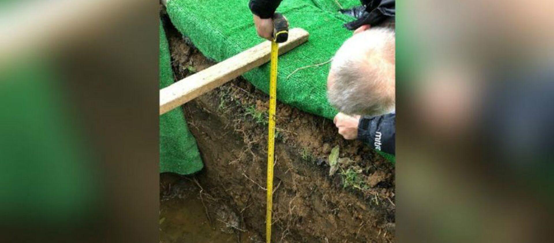 Ιερέας δεν άφηνε την ταφή 98χρονου εξαιτίας του βάθους του τάφου - Sputnik Ελλάδα, 1920, 04.11.2020