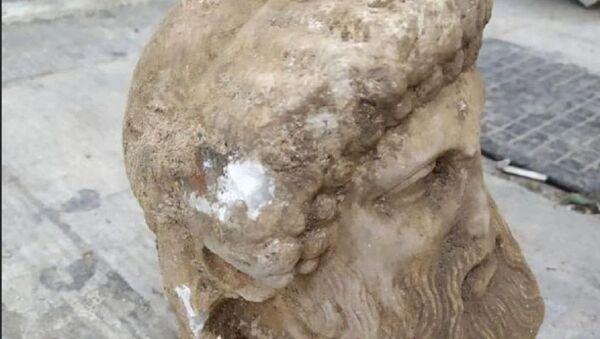Μαρμάρινη αρχαία κεφαλή που βρέθηκε στο κέντρο της Αθήνας - Sputnik Ελλάδα