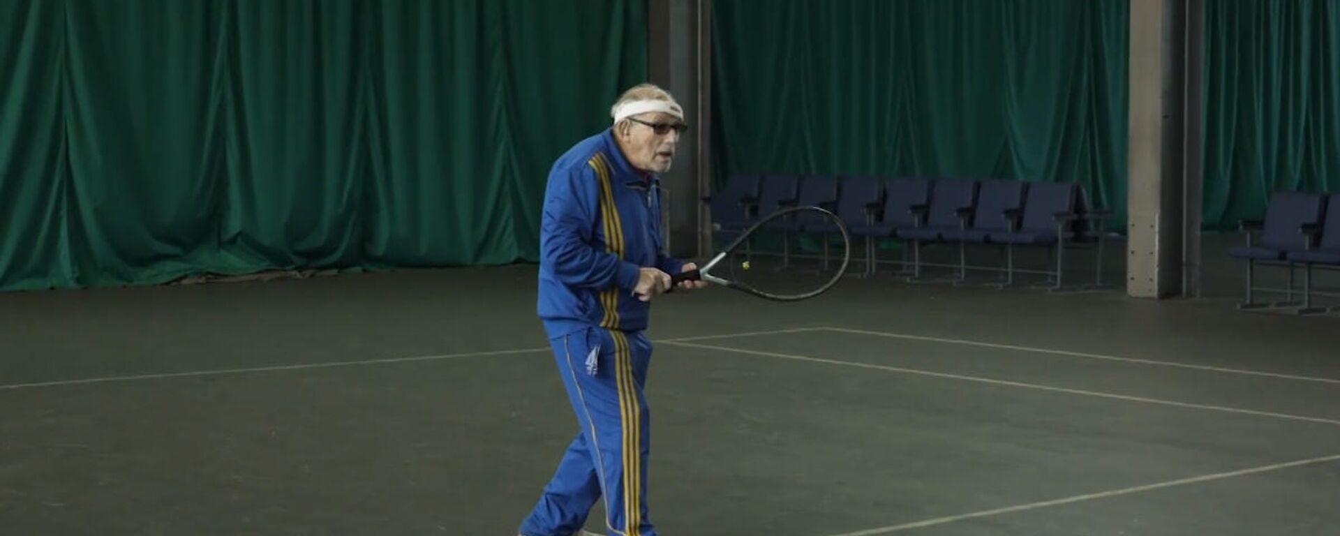 Παππούς «Τζόκοβιτς»: Αυτός ο 96χρονος είναι ο γηραιότερος τενίστας της Ευρώπης - Sputnik Ελλάδα, 1920, 24.11.2020