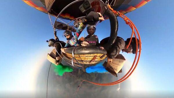 Οι skydivers του ουράνιου τόξου: Μία εντυπωσιακή ελεύθερη πτώση από αερόστατο - Sputnik Ελλάδα