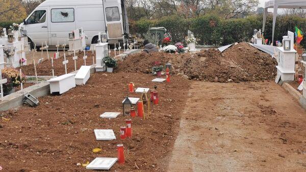 Στο νεκροταφείο του Δήμου Θέρμης ανοίγονται τάφοι για θανόντες από κορονοϊο - Sputnik Ελλάδα
