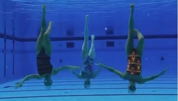 Οι Ρωσίδες κολυμβήτριες που χορεύουν Σακίρα - Sputnik Ελλάδα