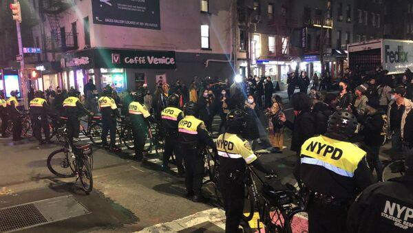 Αστυνομία στη Νέα Υόρκη αφότου όχημα έπεσε πάνω σε διαδηλωτές, 12 Δεκεμβρίου 2020 - Sputnik Ελλάδα