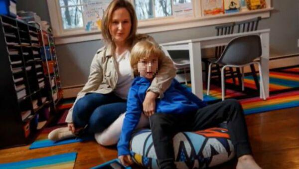 Εξάχρονος έπαιζε ηλεκτρονικά στο iPad της μαμάς και χρέωσε κρυφά 16.000 δολάρια - Sputnik Ελλάδα