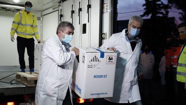 Επιχείρηση Ελευθερία: Στην Αθήνα τα πρώτα εμβόλια - Sputnik Ελλάδα