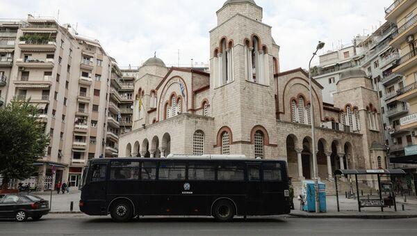 Κλούβα των ΜΑΤ έξω από εκκλησία στη Θεσσαλονίκη - Sputnik Ελλάδα