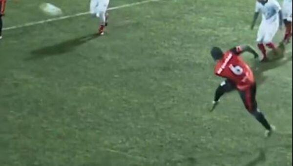 Ο Χαμπίμπ παίζει ποδόσφαιρο - Sputnik Ελλάδα