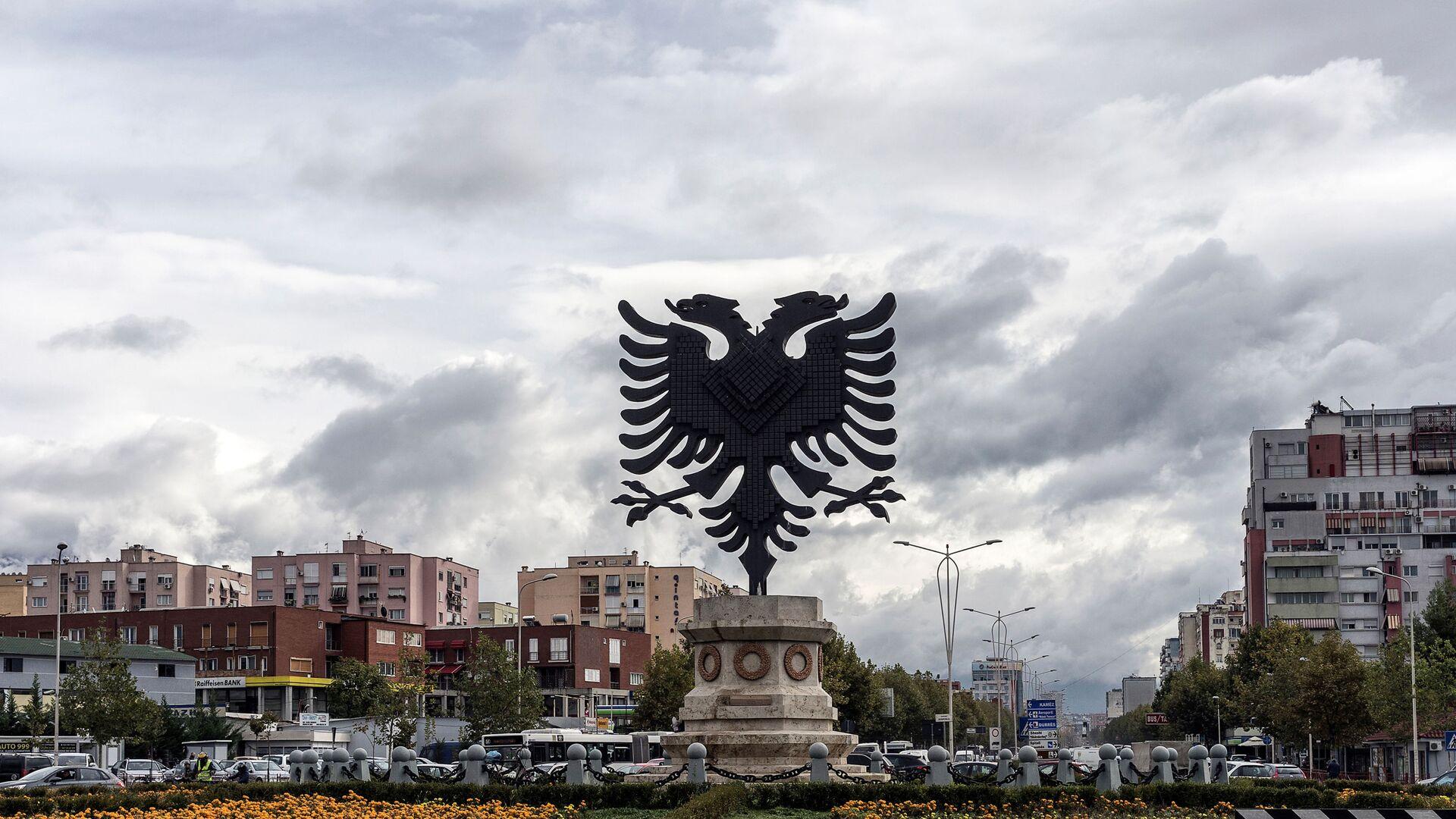 Το αλβανικό εθνόσημο σε κεντρική πλατεία στα Τίρανα - Sputnik Ελλάδα, 1920, 12.10.2021