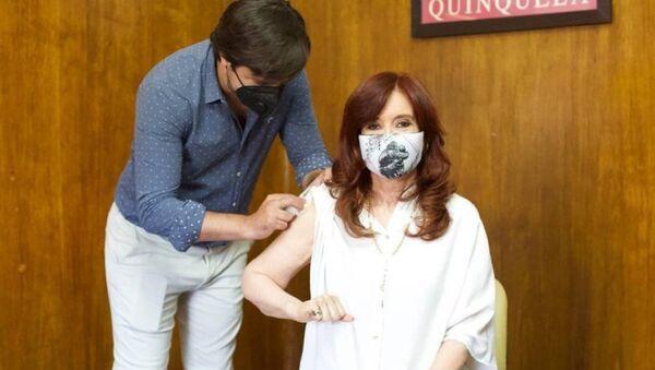 Η αντιπρόεδρος της Αργεντινής λαμβάνει το ρωσικό εμβόλιο κατά του κορονοϊού Sputnik V - Sputnik Ελλάδα
