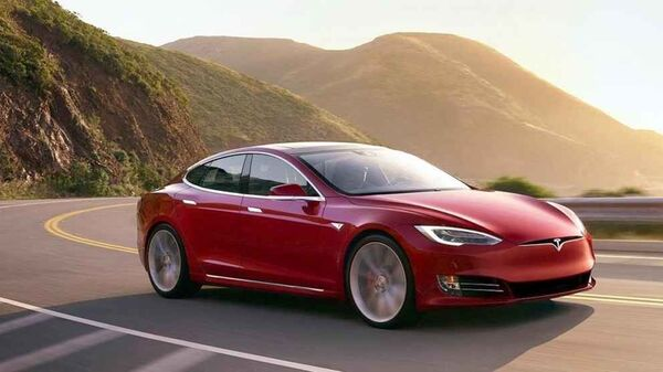 Ένα Tesla Model S - Sputnik Ελλάδα