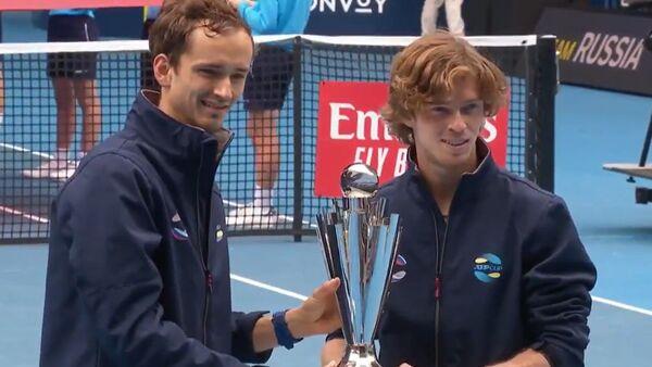 Μεντβέντεφ και Ρούμπλεφ με το τρόπαιο του ATP Cup 2021 - Sputnik Ελλάδα