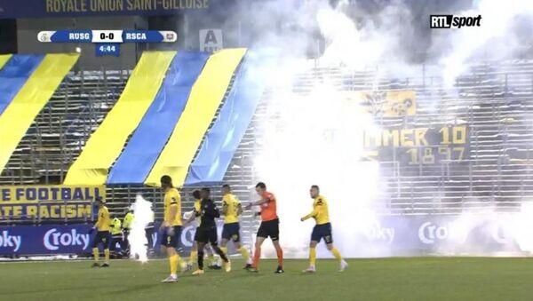 Καπνογόνα σε ματς στο Βέλγιο - Sputnik Ελλάδα