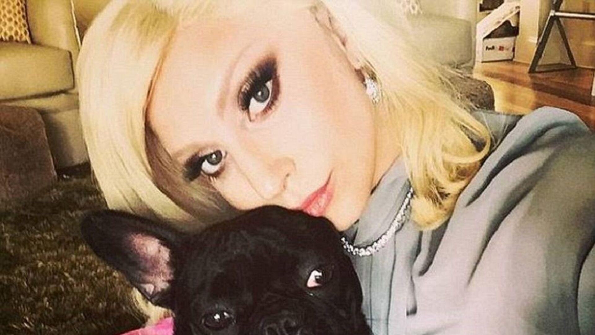 Lady Gaga: Πυροβόλησαν τον άντρα που έβγαζε βόλτα τα σκυλιά της και έκλεψαν τα δύο bulldogs της - Sputnik Ελλάδα, 1920, 21.09.2021