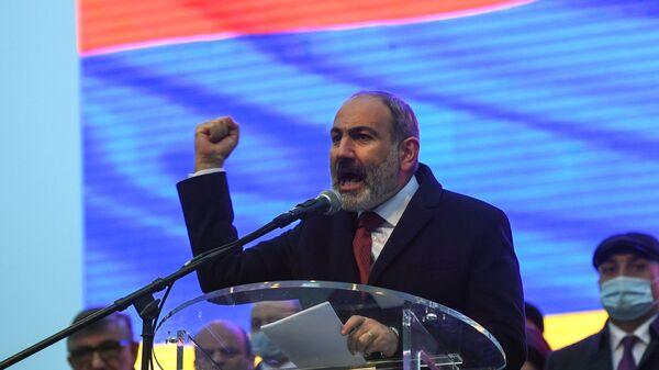 Ο Νικόλ Πασινιάν σε διαδήλωση υποστηρικτών του στο Ερεβάν, 1 Μαρτίου 2021 - Sputnik Ελλάδα
