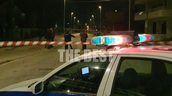 Πάτρα: Έφραξαν τον δρόμο με φλεγόμενους κάδους και πέταξαν μολότοφ σε περιπολικό - Sputnik Ελλάδα