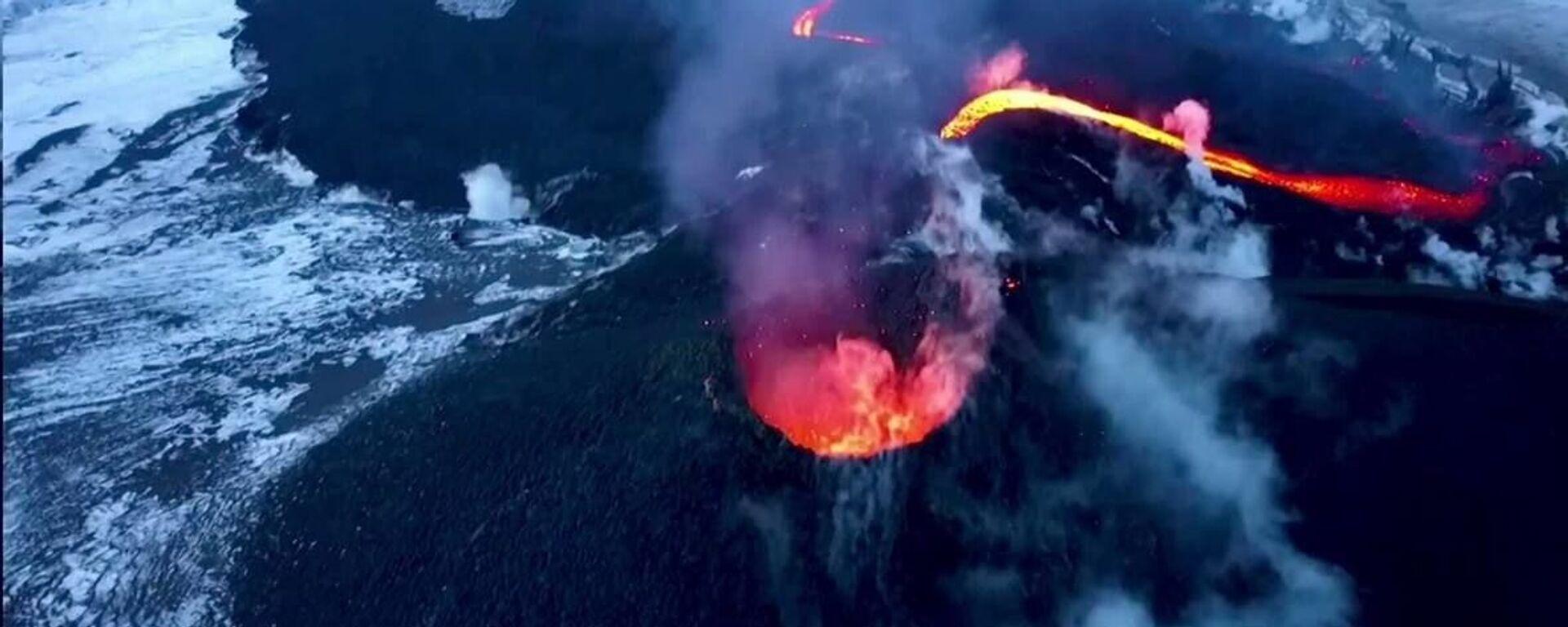 Σε απόσταση αναπνοής από τον κρατήρα του ενεργού ηφαιστείου της Καμτσάτκα - Sputnik Ελλάδα, 1920, 19.03.2021