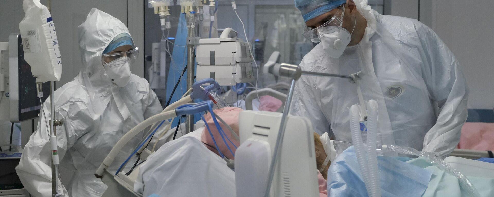 Ιατρικό προσωπικό σε ΜΕΘ σε νοσοκομείο της Αθήνας  - Sputnik Ελλάδα, 1920, 30.08.2021